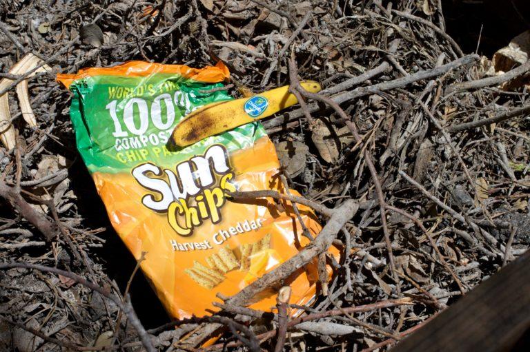 Biodegradowalny vs. kompostowalny. Czy każdy materiał biodegradowalny jest eko?